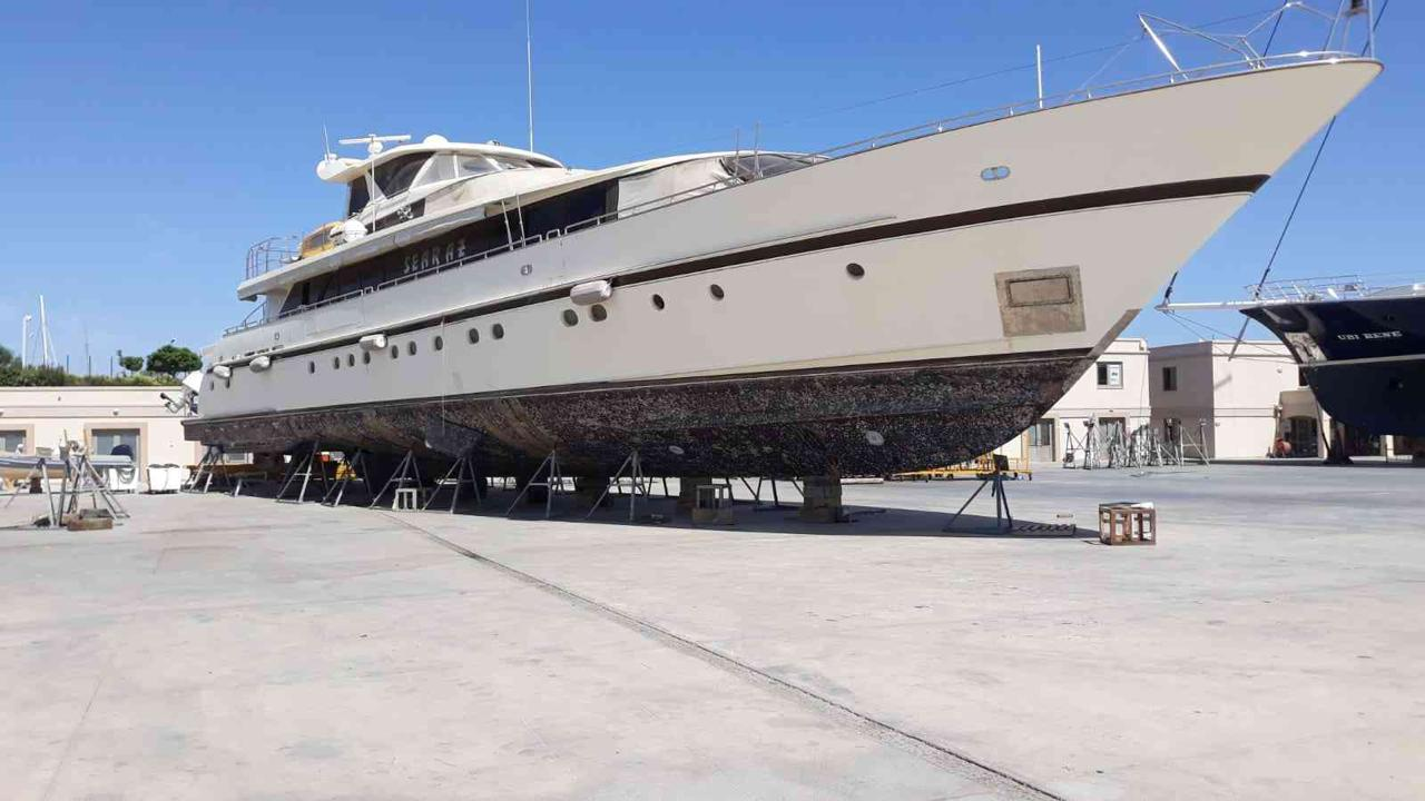 Porsius  motor yacht 35M M/Y SEARAZ is sold